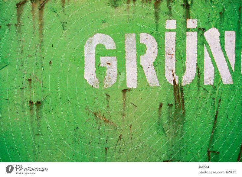 Grün grün Verkehr Müll Stahl Rost Lack Scherbe Kratzer Beule Oxidation Altglas