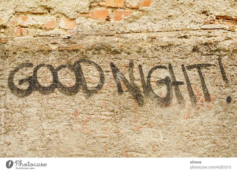 "An eine marode Wand hat jemand "" GOOD NIGHT ! "" gesprayt / Graffito Gute Nacht good night englisch sprayen Schmiererei Schrift Mitteilung Jugendkultur Subkultur"