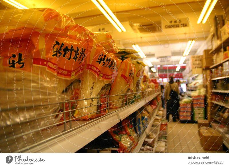 Chinamarkt Supermarkt Chinesisch Regal kaufen Ladengeschäft Nudeln Neonlicht Lampe Chinatown Ernährung Gang