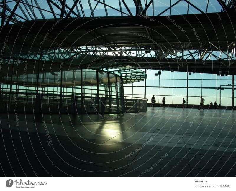 Flughafen Sonne blau Einsamkeit Fenster Architektur Glas Dresden Stahl Strahlung Eisen strahlend Kuppeldach