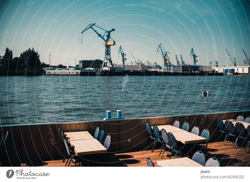 Hafenrundfahrt mit Kaffee und Kuchen? Hamburg Hamburger Hafen Hafenstadt Hafenstraße Kran Kräne Skyline harbour Schifffahrt Elbe Elbufer Hafengebiet Hafenkran
