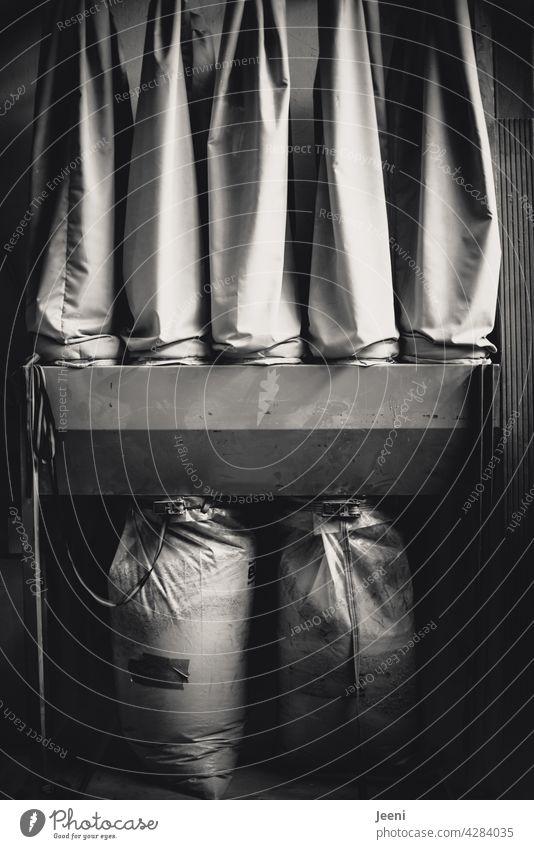 Absauganlage für Sägespäne in einer Tischlerei absaugen absaugrohr Maschine Schlauch Gerät Technik & Technologie Mechanik Arbeit & Erwerbstätigkeit tischlerei