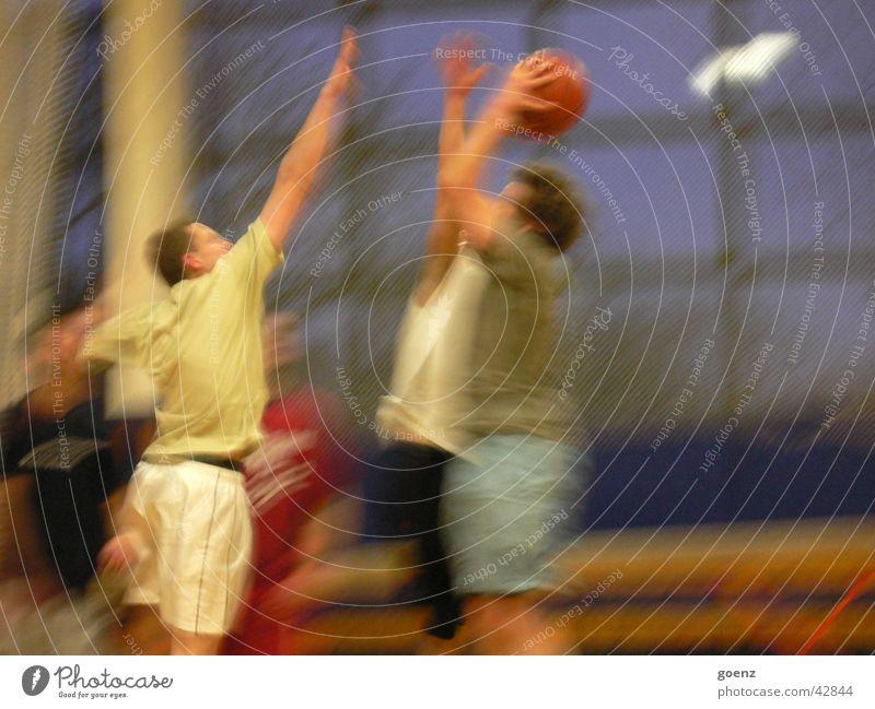 Shot it ! Sport Bewegung Menschengruppe Lagerhalle werfen blockieren Basketball