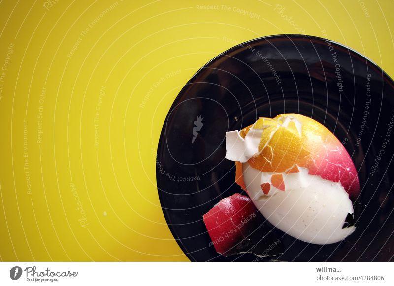 meine Vorbereitung für die EM Fußball Live-Übertragung der deutschen Mannschaft Deutschlandfarben schwarzrotgold schwarz-rot-gold Ei gefärbt Eierschale bunt WM