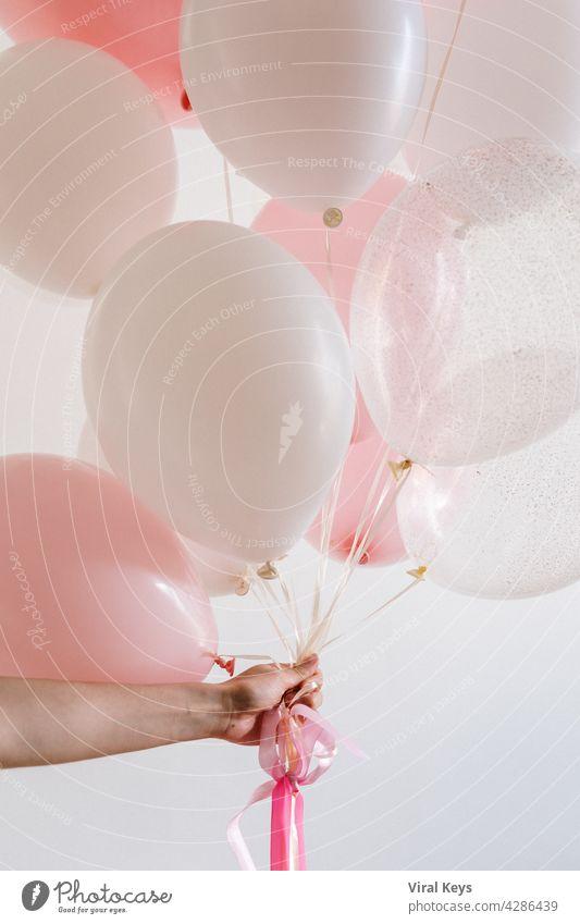 Beste weiße Luftballons Bilder auf High Resolution (HD), was Sie für Ihre Hintergründe oder Grafik-Design verwenden können. Satz Luftballons