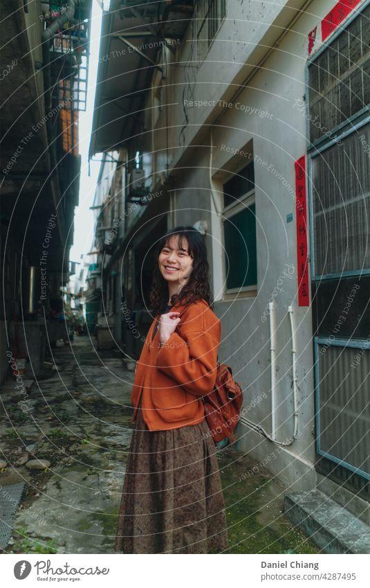 Chinesische Dame Porträt Vibe Mädchen Straße Junge Frau jung schön Außenaufnahme Beautyfotografie Jugendliche hübsch attraktiv Mode Stil Model Erwachsene urban