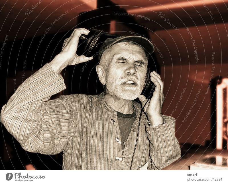 Countdown Charlie Mann Musik geschlossen liegen Club Diskjockey Kopfhörer Hiphop Gesang Sprechgesang Koblenz