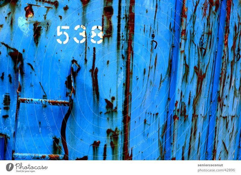 538 alt blau Verkehr Industriefotografie Ziffern & Zahlen Müll Rost Container Schrott