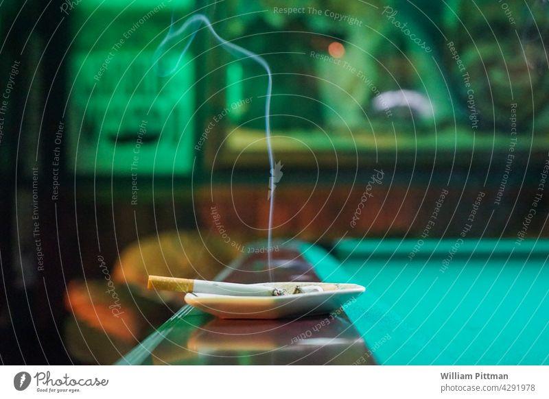 Letzte Zigarette Rauchen Poolbillard Billard Raucherbereich Depression Rauchen verboten Nikotin Zigarettenrauch Tabak Aschenbecher ungesund Tabakwaren