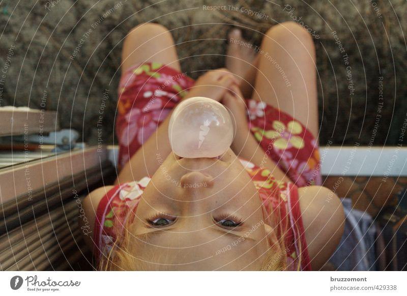 Ferien! Mensch feminin Kind Gesicht 1 8-13 Jahre Kindheit Kleid beobachten Coolness rot Zufriedenheit Optimismus Vertrauen Gelassenheit Erholung