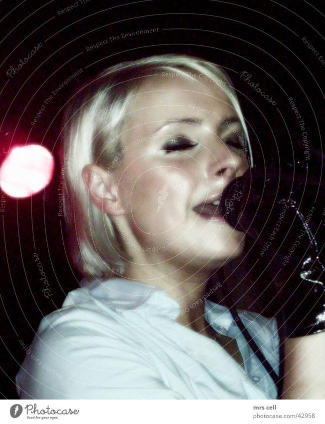 Client live Frau Musik Konzert Schnur Lied live Gesang