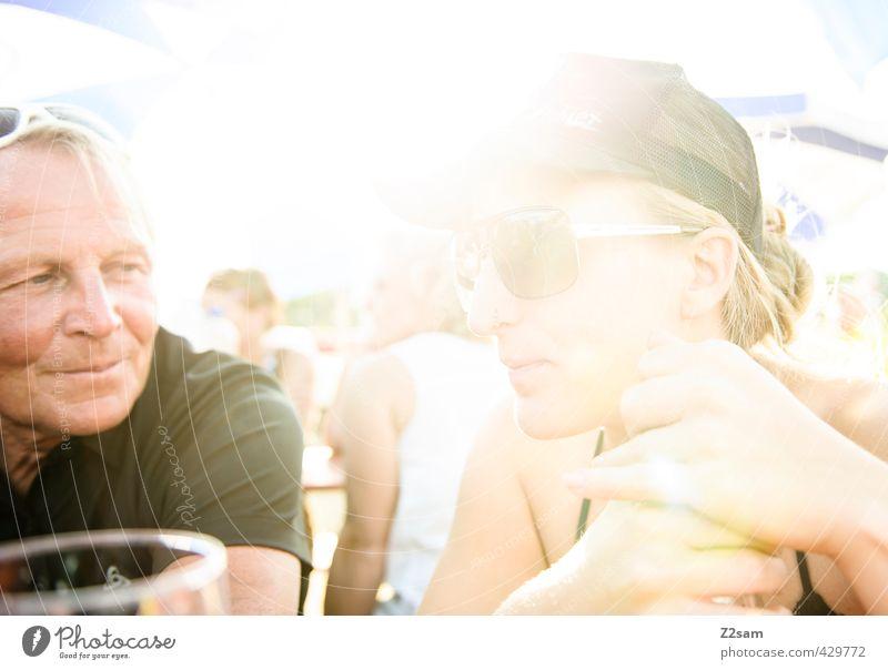 ratschen Mensch Jugendliche Mann Ferien & Urlaub & Reisen schön Sommer Junge Frau Erwachsene 18-30 Jahre Wärme Senior feminin sprechen Glück Stil maskulin