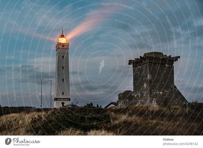 Blavands HukBlavands - Leuchturm Lichtkegel dunkel Dämmerung Sonnenuntergang Nordsee Fyr Lighthouse Jütland Dünengras Stranddüne Dänemark Blavands Fyr