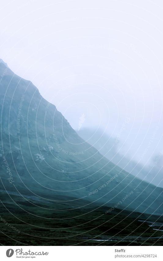 Scotch Mist Schottland Hügel Nebel schottisch neblig nebelig Nebelstimmung nordisch Stille düster geheimnisvolle Stille bewölkt Geheimnis mystisch dunkles Licht