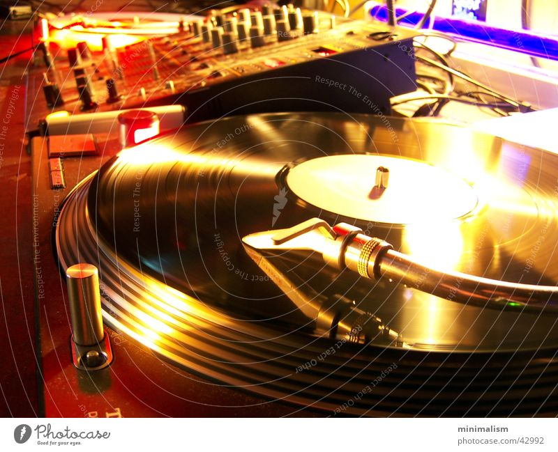 auf zum tanz! Farbfoto Innenaufnahme Schwache Tiefenschärfe Nachtleben Entertainment Party Veranstaltung Musik Club Disco Lounge Diskjockey ausgehen