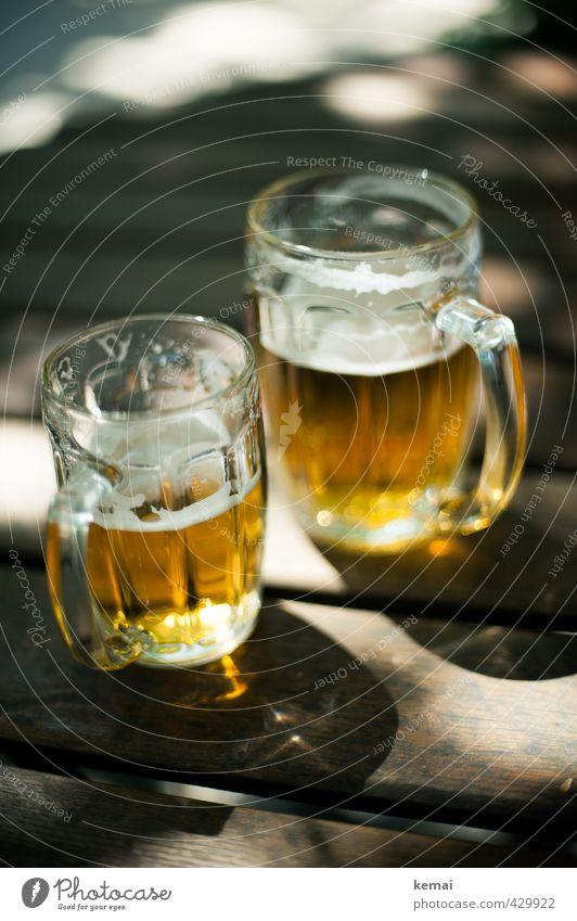 Off to have some pints Getränk Erfrischungsgetränk Alkohol Bier Glas Bierglas Bierkrug Tisch Biergarten Holz glänzend groß kalt klein lecker gold 2 Farbfoto
