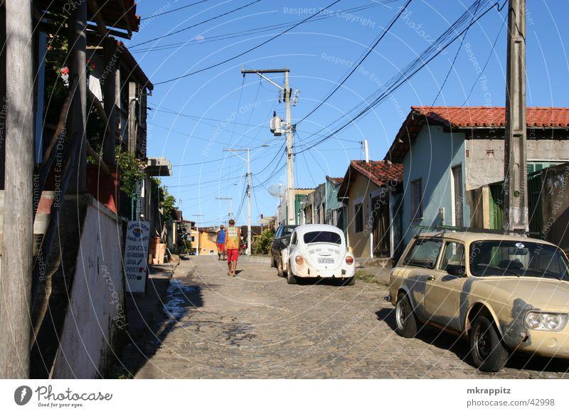 Roads of Itacare Brasilien Itacaré Südamerika Salvador de Bahia Straße alt schäbig PKW Sommer Sonne