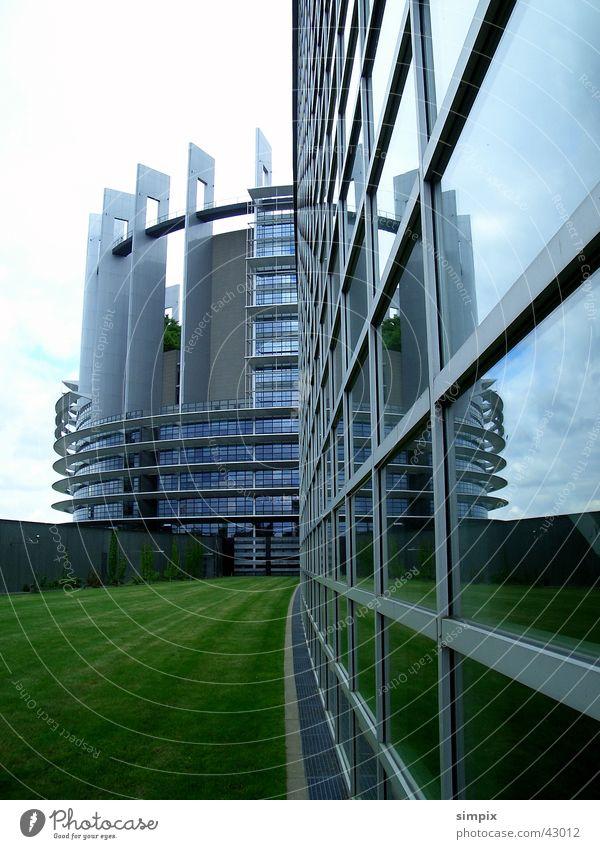 Europäisches Parlament Strasbourg Straßburg Reflexion & Spiegelung Gras Architektur Glas Star Wars