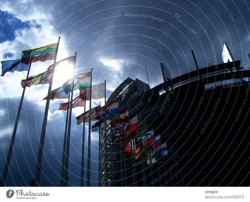 Europäisches Parlament Strasbourg Straßburg Fahne Gegenlicht Architektur Tag der offenen Tür Wind