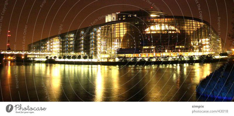 Strasbourg de nuit VI Straßburg Nacht Europäisches Parlament Langzeitbelichtung Architektur l'Ill Abwasserkanal