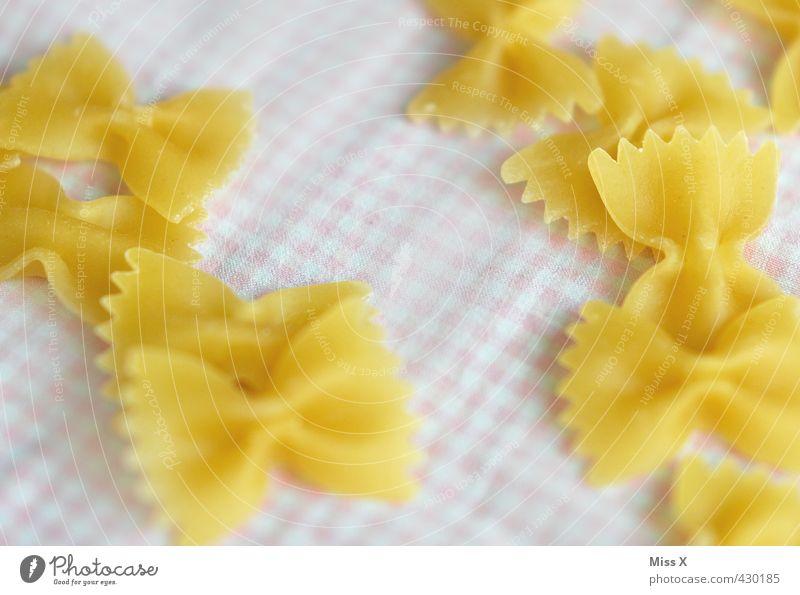 Nudeln Gesunde Ernährung Lebensmittel Ernährung lecker Abendessen kariert Backwaren Mittagessen Nudeln Teigwaren Zutaten Italienische Küche Mahlzeit zubereiten Kohlenhydrate Nudelgerichte Farfalle