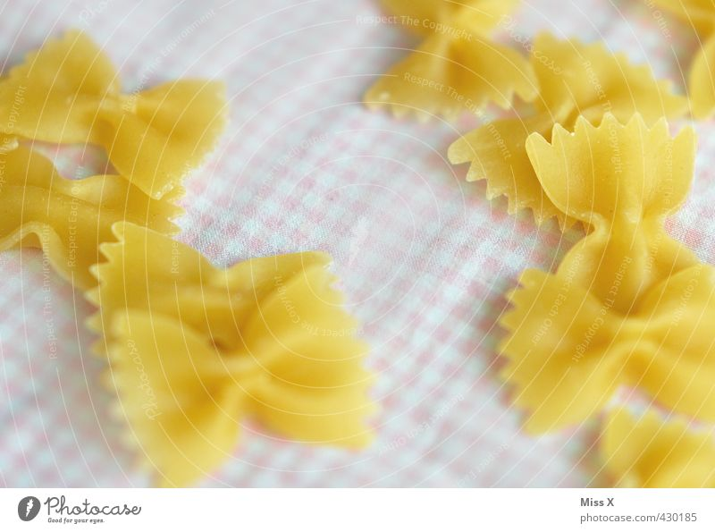 Nudeln Lebensmittel Teigwaren Backwaren Ernährung Mittagessen Abendessen Italienische Küche lecker Farfalle Nudelsorte Zutaten Gesunde Ernährung Kohlenhydrate