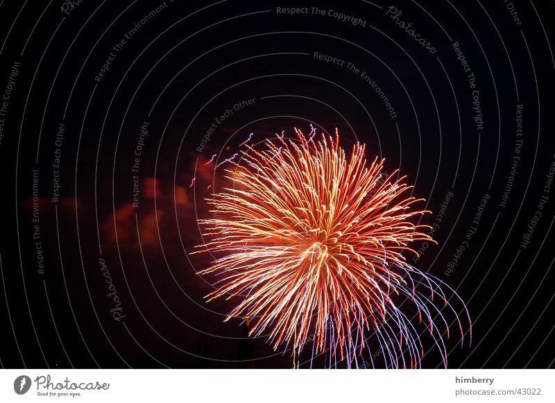 fireworks05-1 Explosion Feuerwerk Silvester u. Neujahr Nacht Lichterscheinung Lichteffekt Entertainment Freizeit & Hobby Feste & Feiern Show Düsseldorf Club
