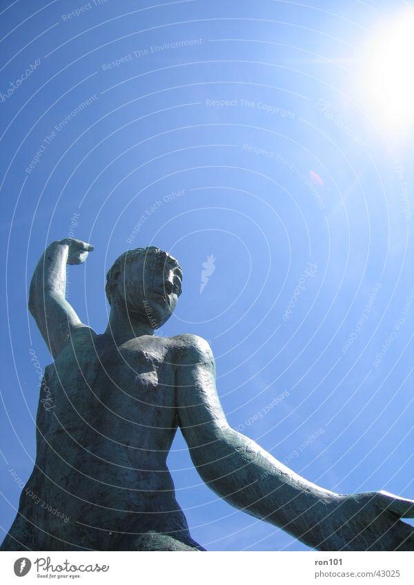 Gib mir die Hand Kleines Statue Denkmal Freizeit & Hobby Arme Kopf Körper Sonne Himmel blau