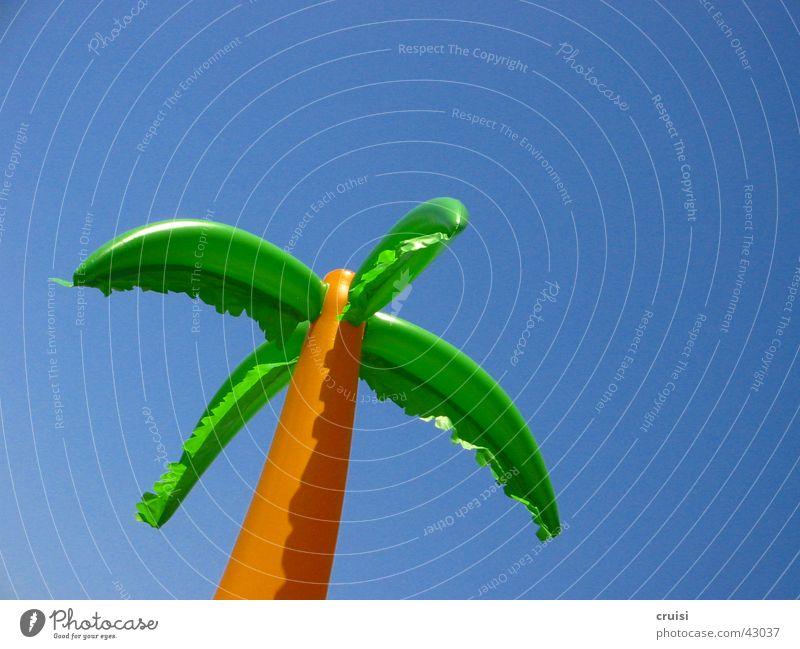 Palme im Wind Himmel blau Sommer Ferien & Urlaub & Reisen Wind Spielzeug Statue Palme Gummi