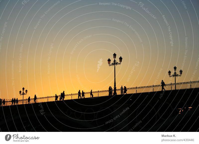 Puente Isabell II Mensch Stadt Sommer Wärme Leben Architektur Menschengruppe gehen Europa Brücke Romantik Bauwerk Spanien Stadtzentrum Sehenswürdigkeit