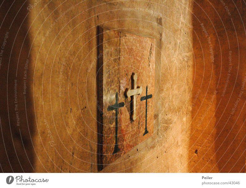 Ich mach drei Kreuze... schwarz Religion & Glaube orange Rücken Christentum Tempel Gotteshäuser Terrakotta Dreifaltigkeit