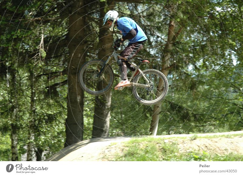 Jumpin in the bikepark 2 springen Fahrrad Hügel Mountainbike Extremsport