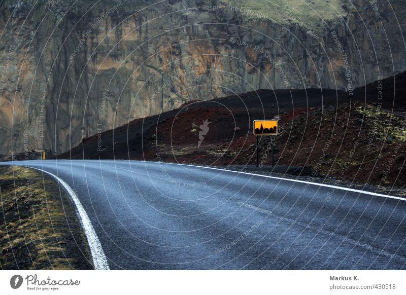 Back in Town Landschaft Erde schlechtes Wetter Gras Moos Felsen Vulkan Eldfell Insel Vestmannaeyjar Inseln Heimaey Island Stadtrand Straße Sehnsucht Einsamkeit