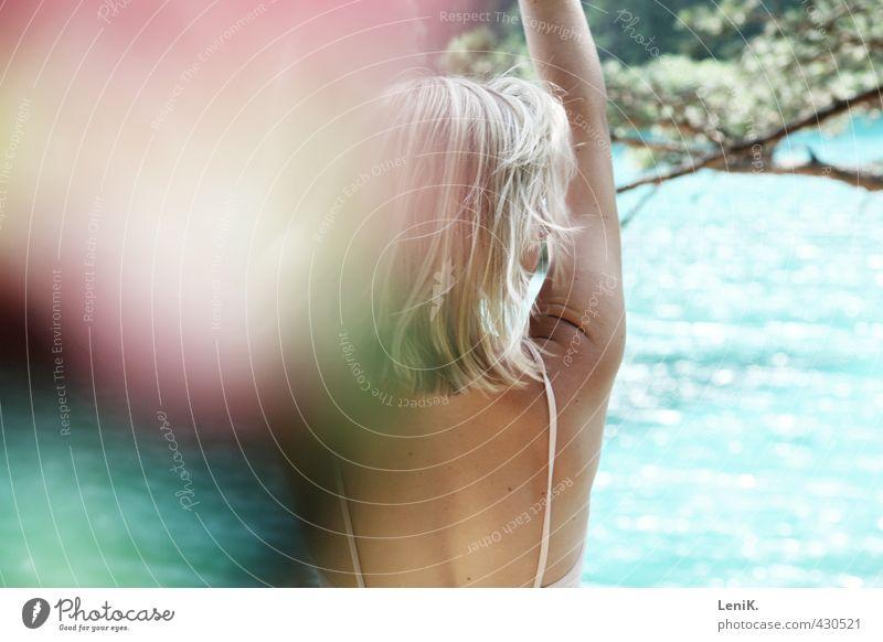 summer Schwimmen & Baden Sommer Junge Frau Jugendliche Rücken 1 Mensch 18-30 Jahre Erwachsene Natur Wasser Sonne Schönes Wetter Baum Wellen Seeufer Bikini blond