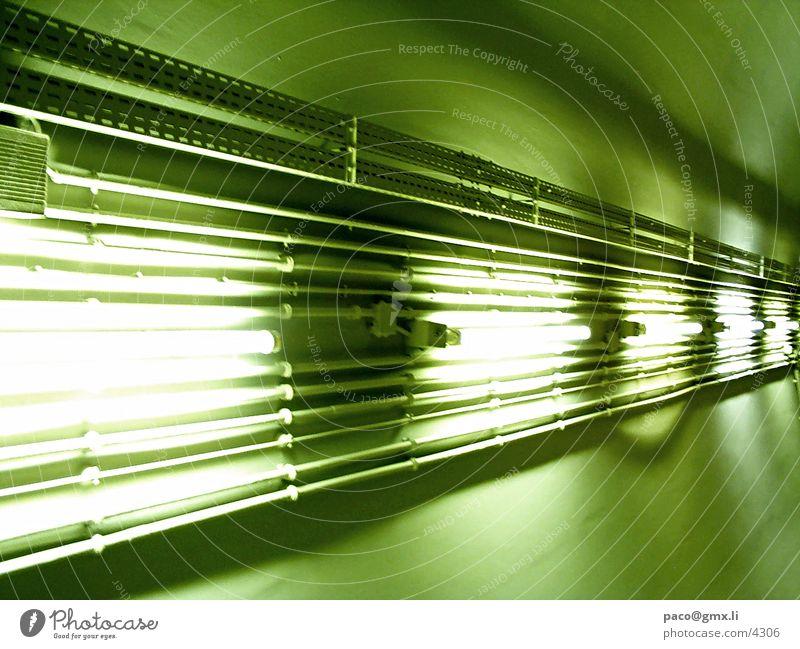 lichthighway Neonlicht grün Fototechnik perspektiv U-Bahn Kabel