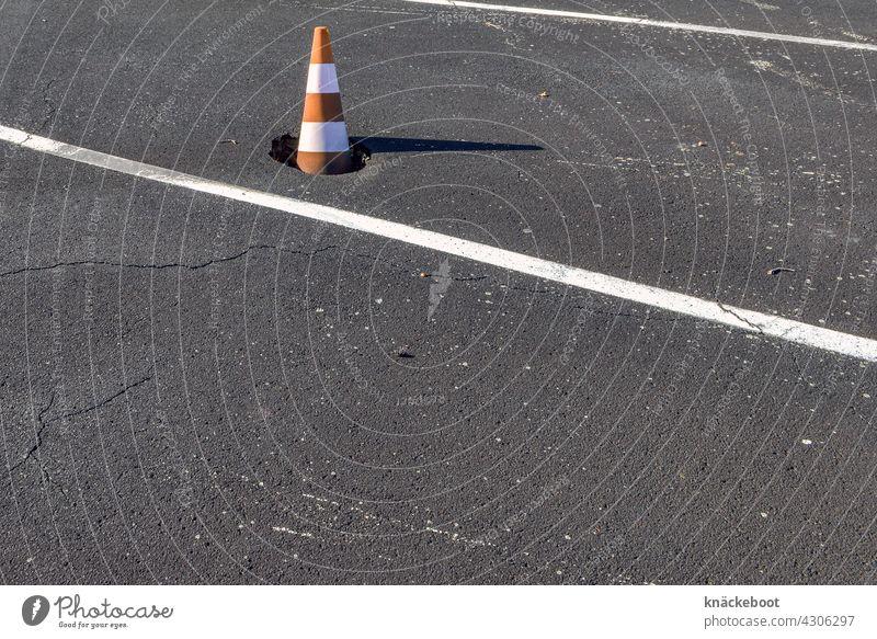 verkehrswende Straße Verkehrswege Asphalt Schilder & Markierungen grau Straßenverkehr Fahrbahnmarkierung Verkehrszeichen Linie