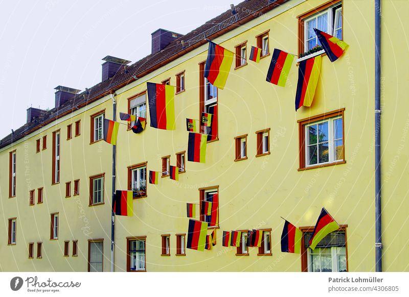 Flaggenhaus Deutschland Deutschlandfahne Deutschlandfarben schwarz-rot-gold Deutsche Flagge Patriotismus Nationalflagge Stolz Politik & Staat fußball