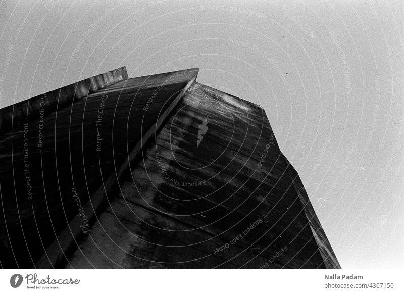 Vertikalbeton zum Zwecke der Frischluftversorgung des Rennsteigtunnels bei Oberhof analog Analogfoto sw Schwarzweißfoto schwarzweiß Beton Luft CO2 Verkehr A71