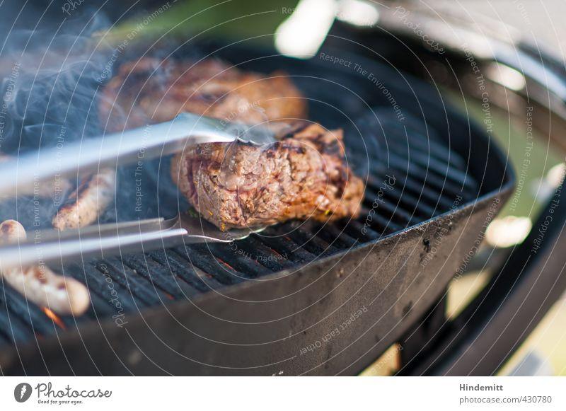Wohl bekomms! Fleisch Wurstwaren Rindfleisch Würstchen Slowfood Grillrost Grillzange Sommer Garten drehen genießen Duft glänzend lecker viele weich braun grün