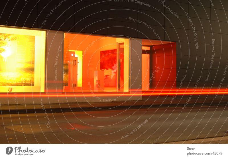 Schaufenster rot gelb Straße orange