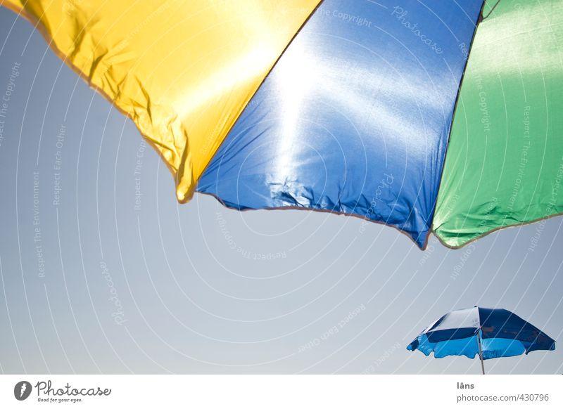 beschützt Sommer Ferien & Urlaub & Reisen Sonne Strand Schirm Sonnenschirm