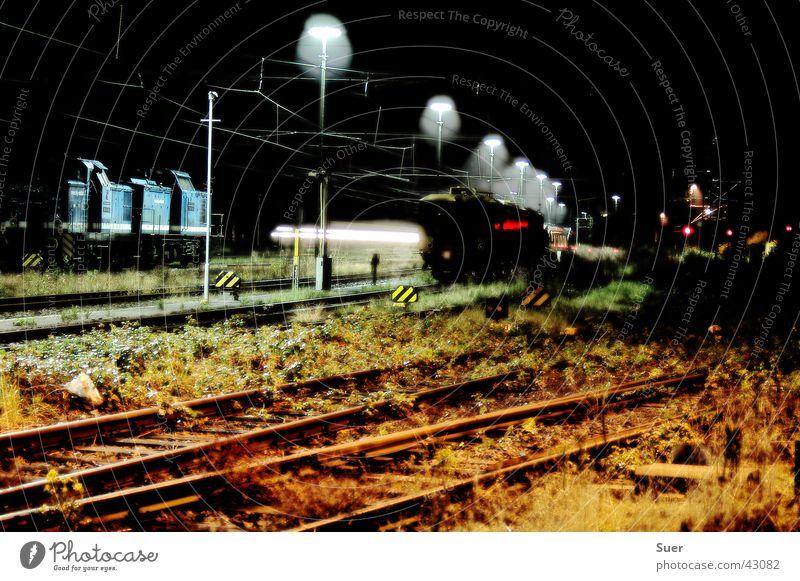 the last silence weiß grün blau schwarz Eisenbahn Gleise