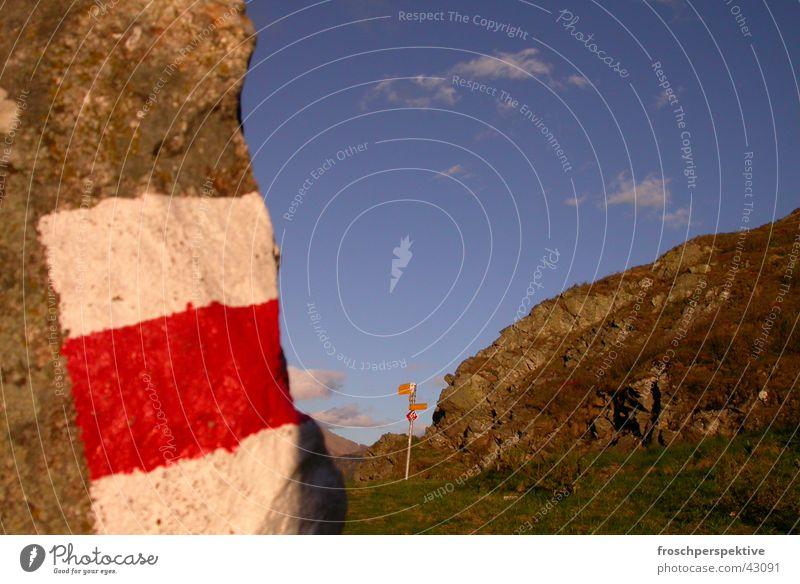 das wandern ist des... Fußweg Schweiz Sonne weiß rot Verkehr Wegweiser Berge u. Gebirge Alpen Natur Himmel hiking Richtung Außenaufnahme