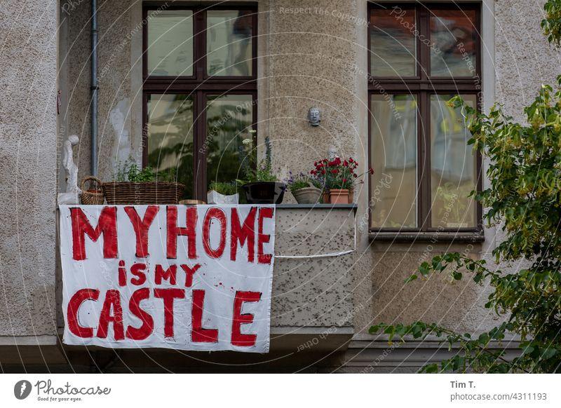 Mein Zuhause ist meine Burg protest Prenzlauer Berg Verdrängung Berlin Hauptstadt Stadt Stadtzentrum Außenaufnahme Menschenleer Altstadt Farbfoto Altbau Tag