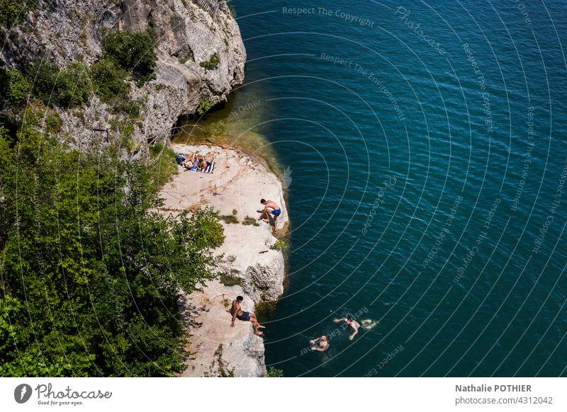 Schwimmen im Gardon, Blick auf den Pont du Gard, in der Provence Schwimmen & Baden Wasser Sommer Ferien & Urlaub & Reisen Sommerurlaub Farbfoto Tourismus