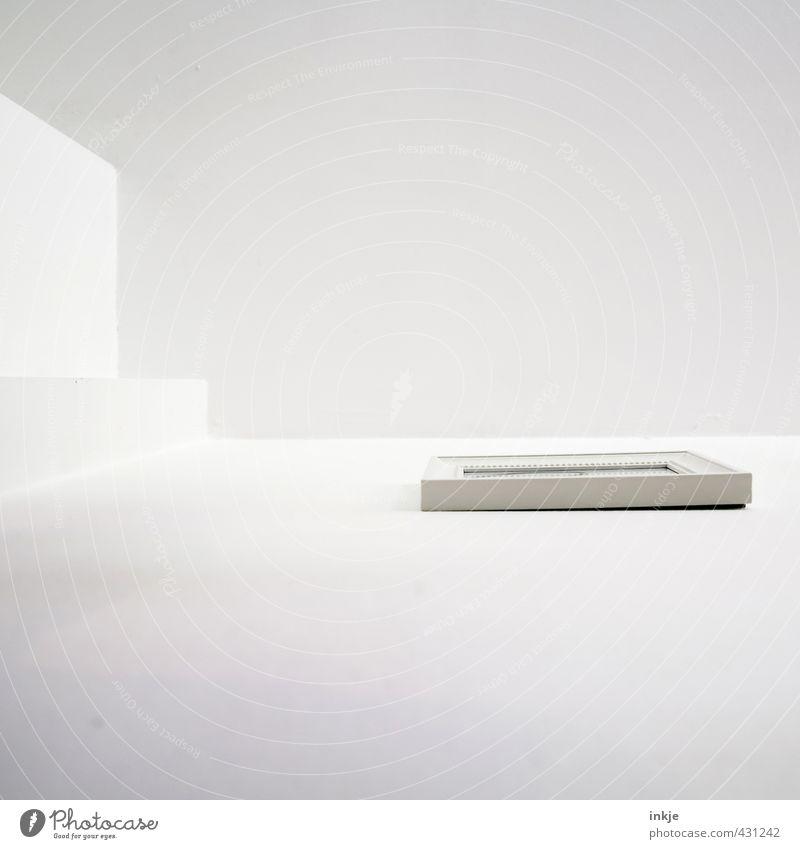 eine Frage des Blickwinkels Häusliches Leben Wohnung Innenarchitektur Dekoration & Verzierung Spiegel Raum Decke Menschenleer Mauer Wand Bilderrahmen Linie Ecke