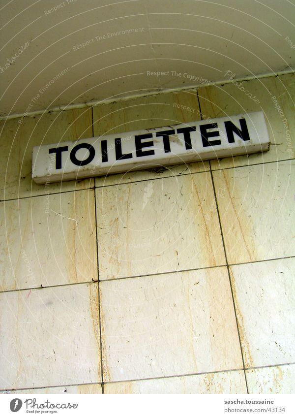 Toiletten... weiß schwarz gelb Wand orange dreckig Schilder & Markierungen Freizeit & Hobby Toilette Zeichen verfallen Hinweisschild Marmor Blomen See