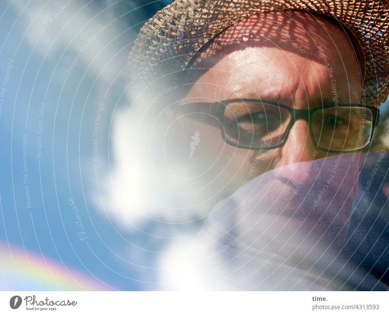 Lost Land Love | man in a cloud portrait brille strohhut wolke spiegelung reflexion prisma ernst nachdenklich lichteffekt sonnig schatten