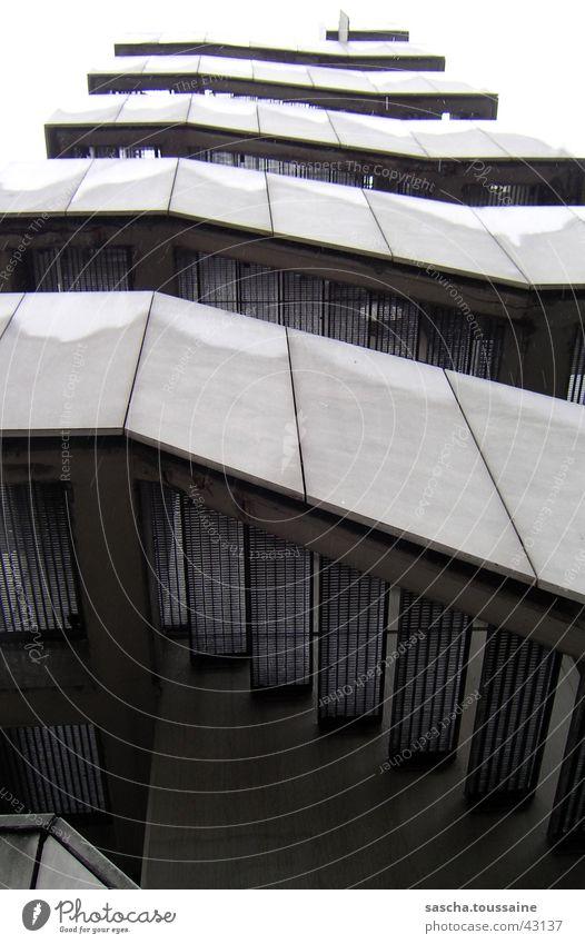 stairway to heaven... or to your car... aufsteigen Parkhaus grau weiß trist nass feucht Beton Eisen Stahl Architektur Treppe Gelender Stein Metall