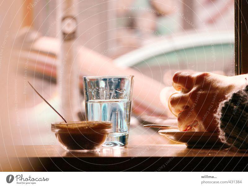 it's tea time Hand Trinkwasser Glas Kaffee trinken festhalten heiß Bar Tee Restaurant Tasse Schalen & Schüsseln Zucker Kakao Untertasse Cocktailbar